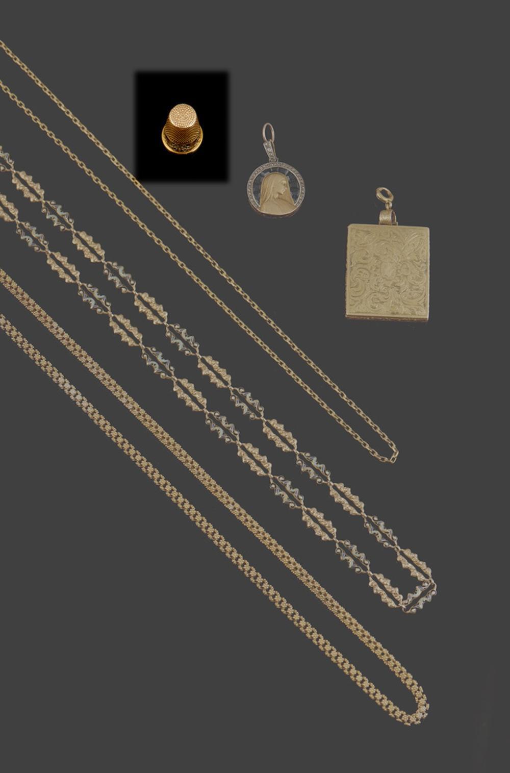 Dedal em ouro, gravado com monograma, P.4,7g