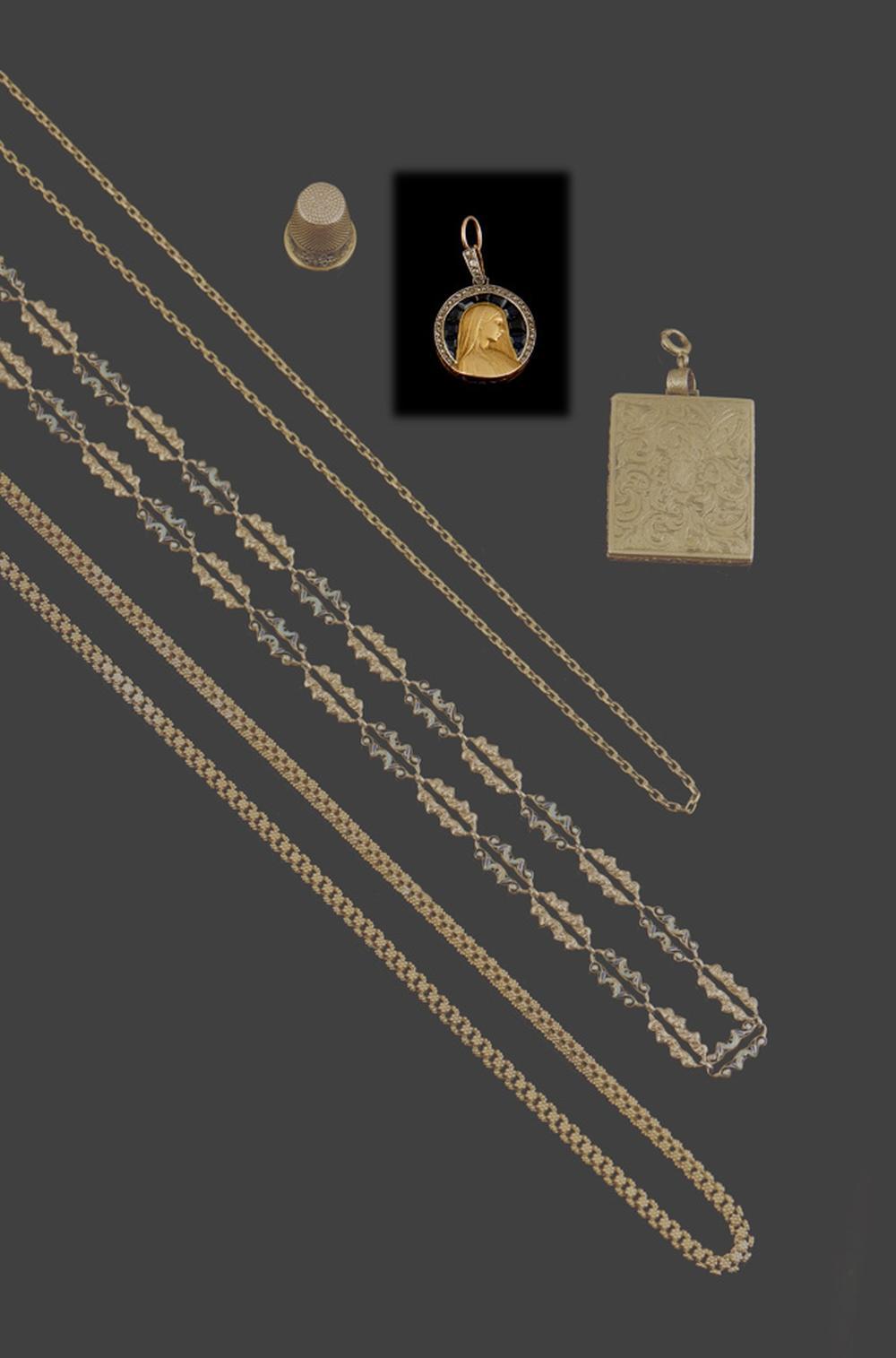 Medalha de Nossa Senhora, ouro, safiras, P.12,2g.