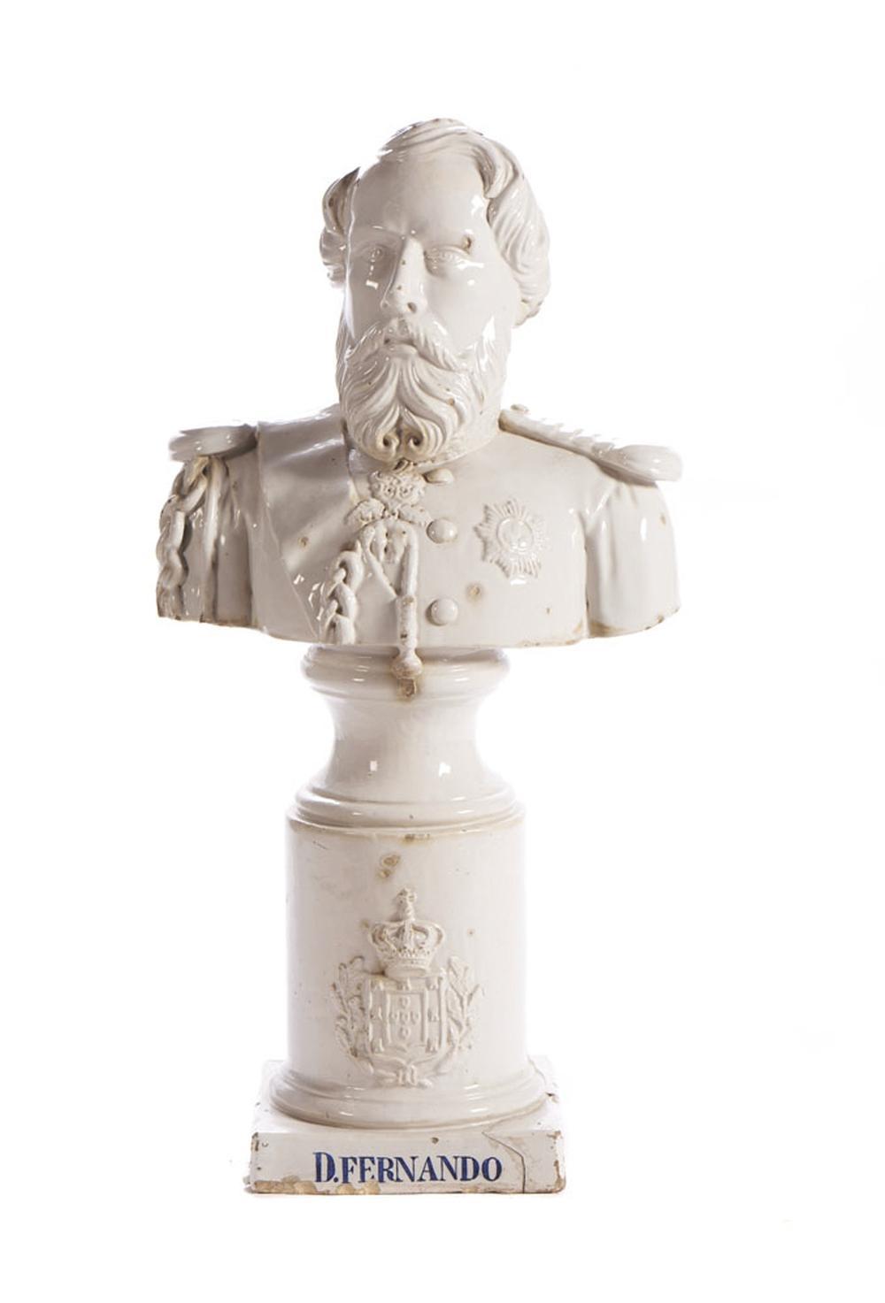 Busto de D. Fernando, Esc. em faiança portuguesa
