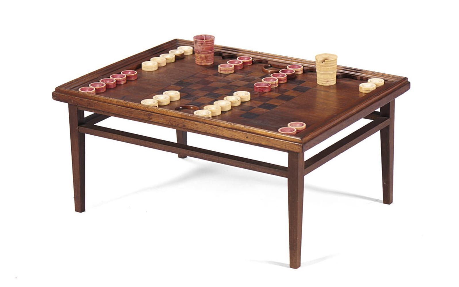 Tabuleiro de jogo de gamão e xadrez e peças marfim
