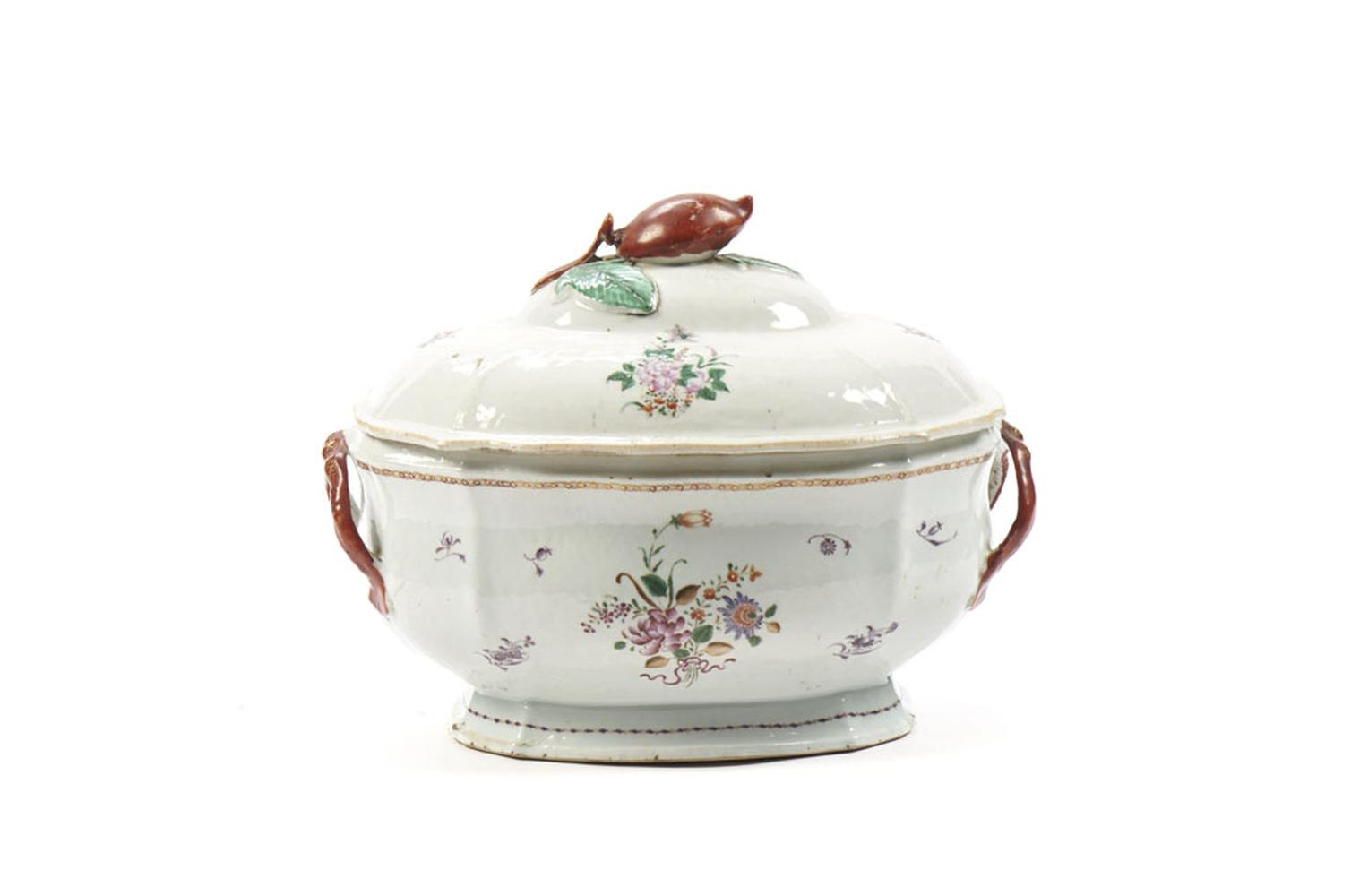Terrina com tampa em porcelana chinesa I