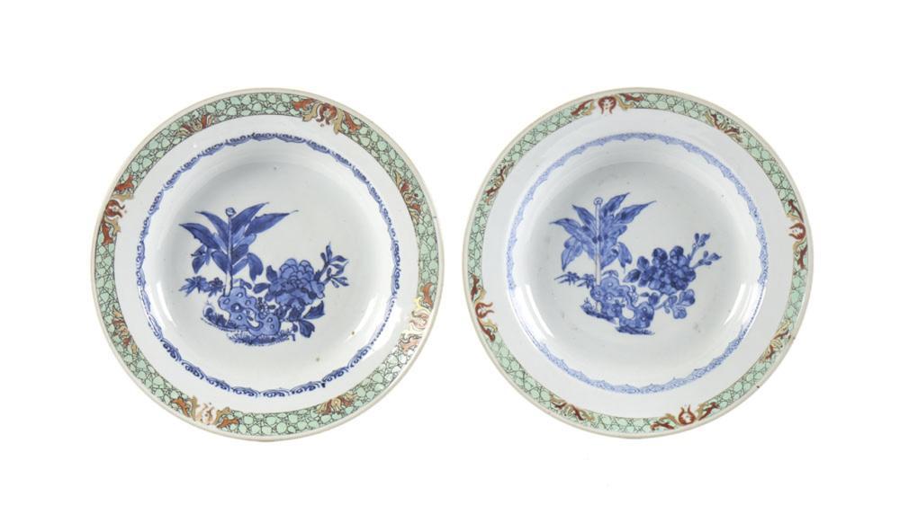 Conjunto de dois pratos fundos em porcelana CI