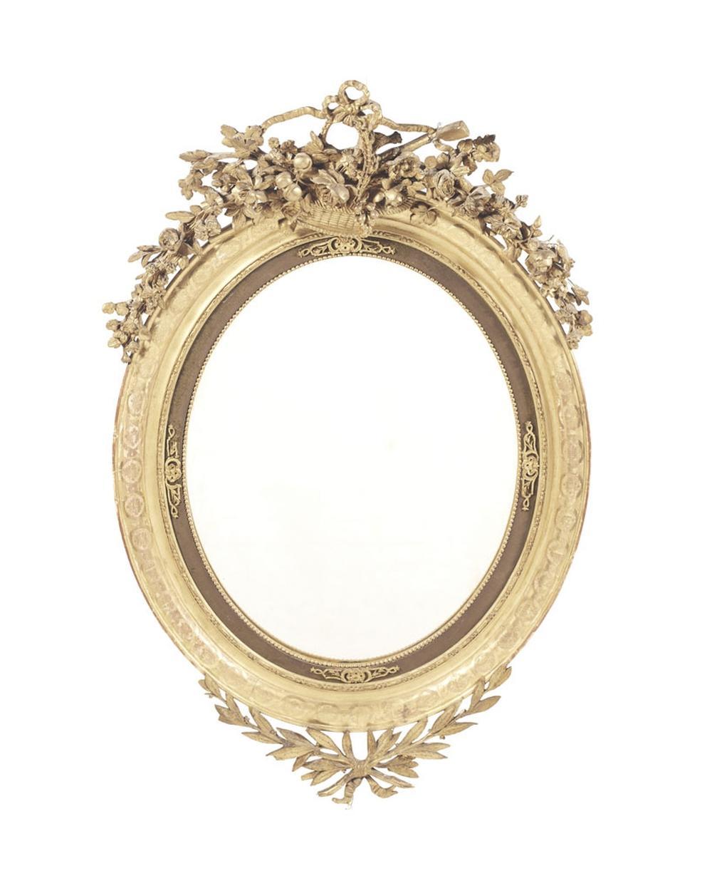 Espelho de formato elíptico em madeira entalhada