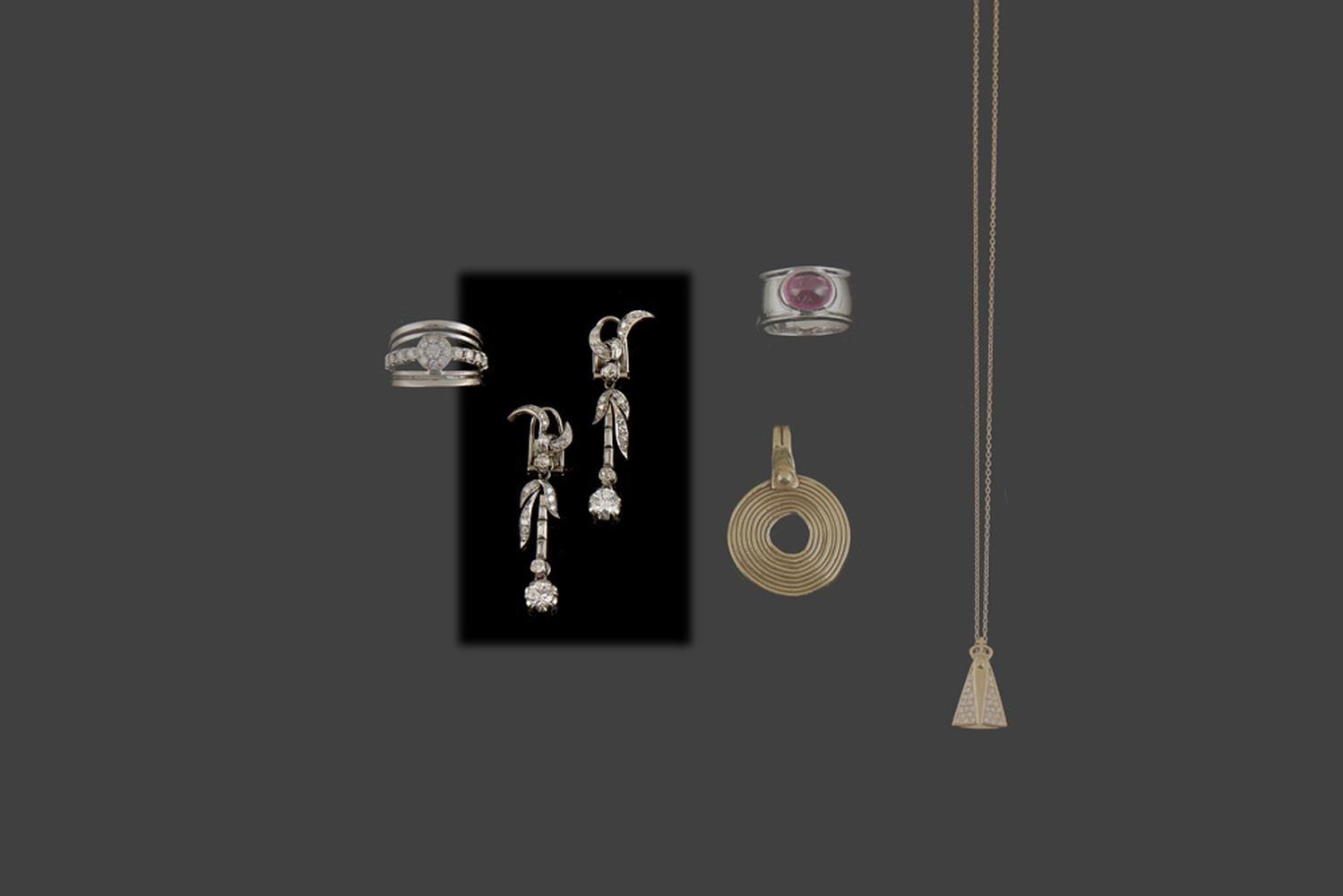 Brincos compridos em platina, s/marcas, P. 11,6g