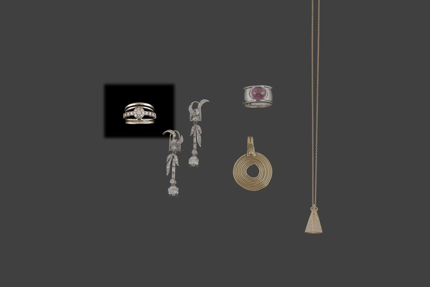 Anel em ouro de 800%, e diamantes, P. 9,4g