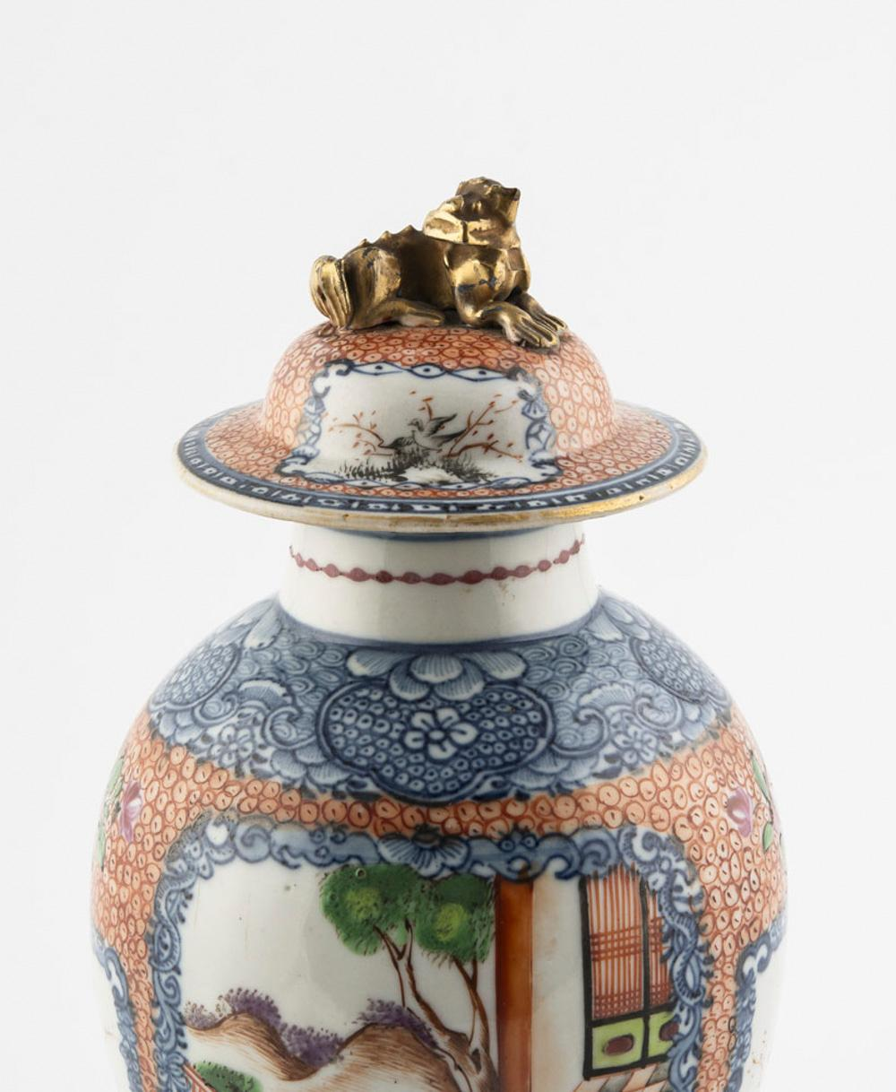 Pote com tampa em porcelana chinesa CI