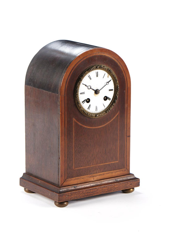 Relógio de mesa com caixa em várias madeiras