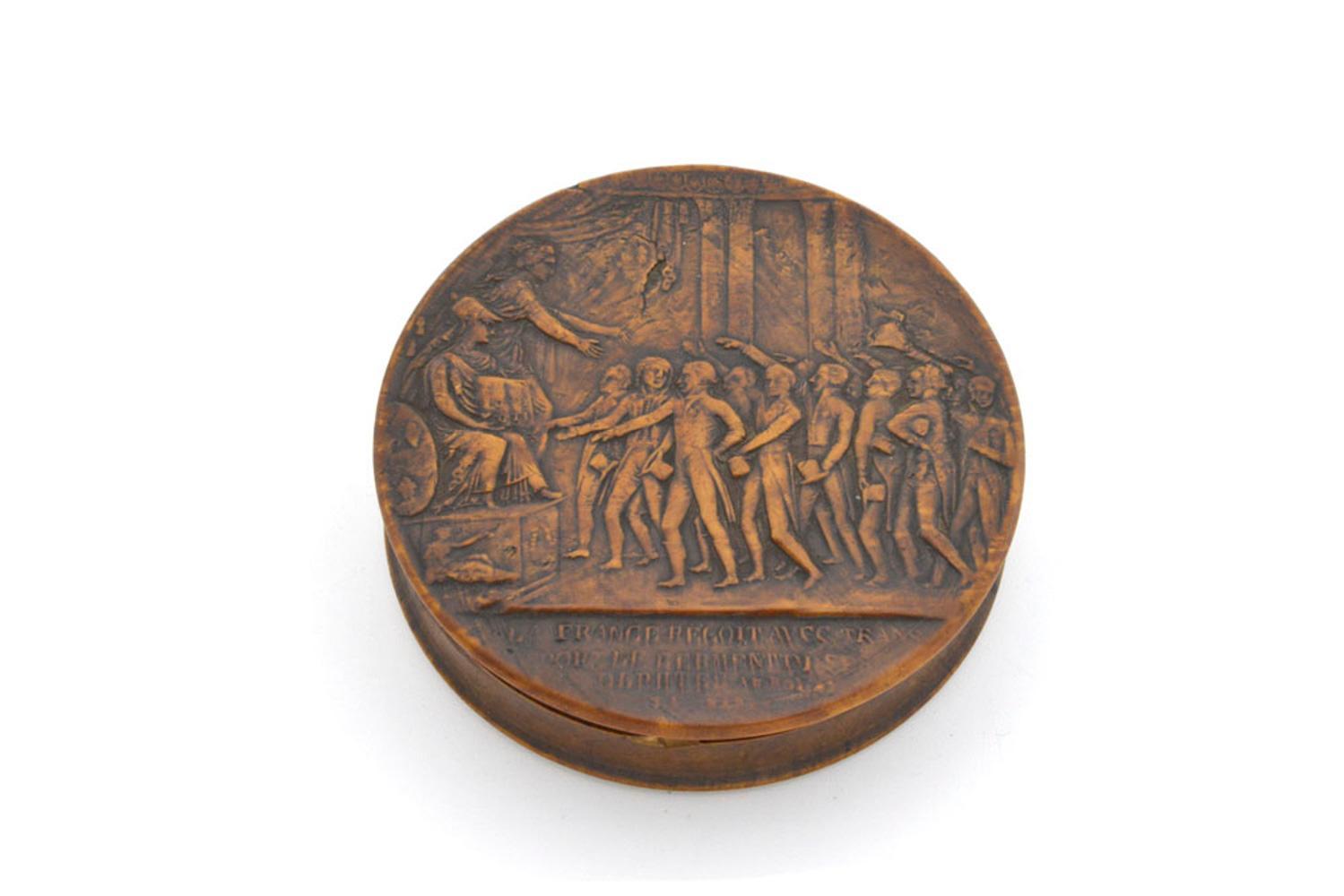 Caixa de rapé de formato circular em madeira