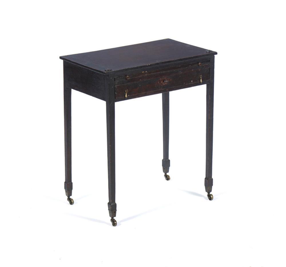 Pequena mesa de apoio em mogno