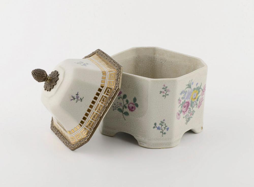 Caixa com tampa em faiança pó-de-pedra