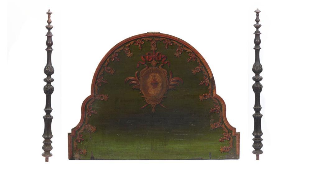 Cabeceira de cama recortada, em madeira pintada