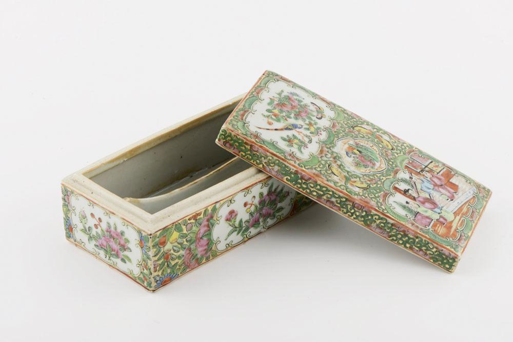 Caixa rectangular em porcelana chinesa