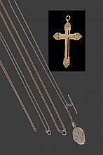 Cruz em prata dourada séc. XIX, s/marcas, P.44g.