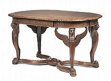Mesa de centro do séc. XIX, em madeira entalhada