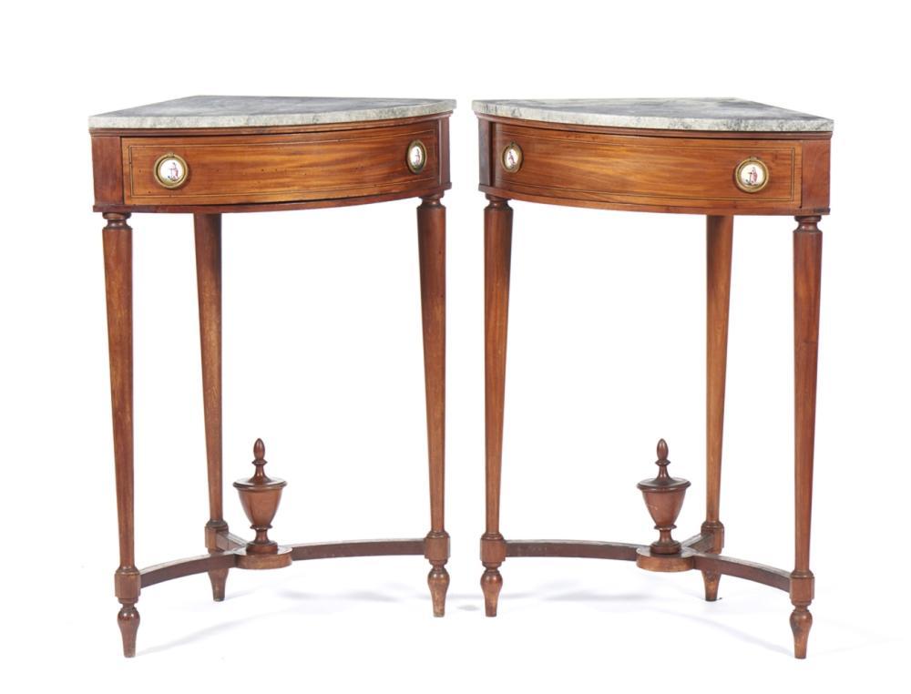 Par de mesas de canto, Império, em madeira (2)