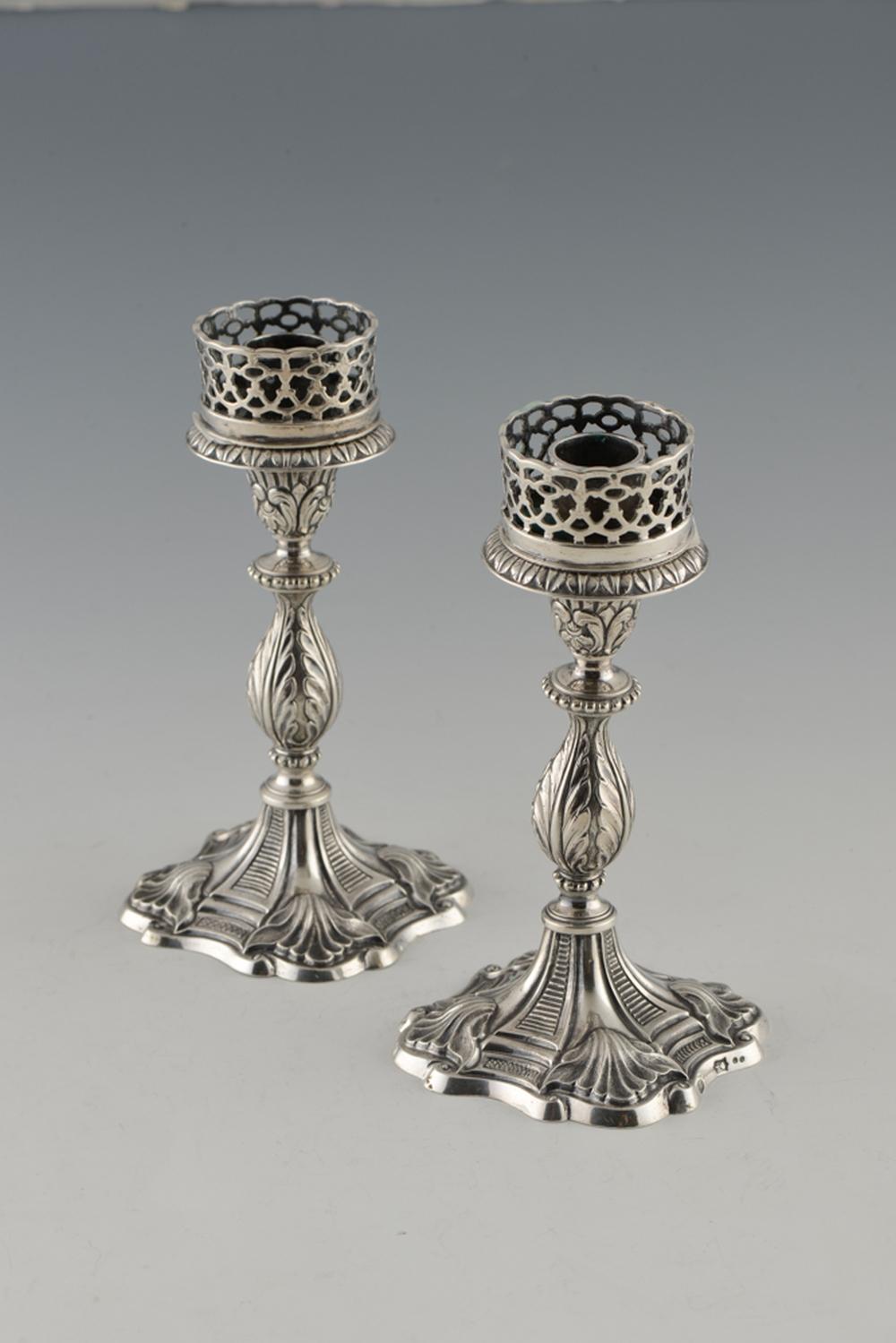 Par de castiçais baixos em prata, séc. XIX, P.620g