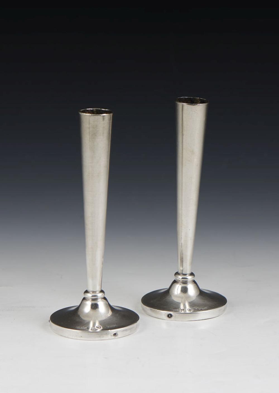 Par de pequenas jarras solitário em prata 915% (2)
