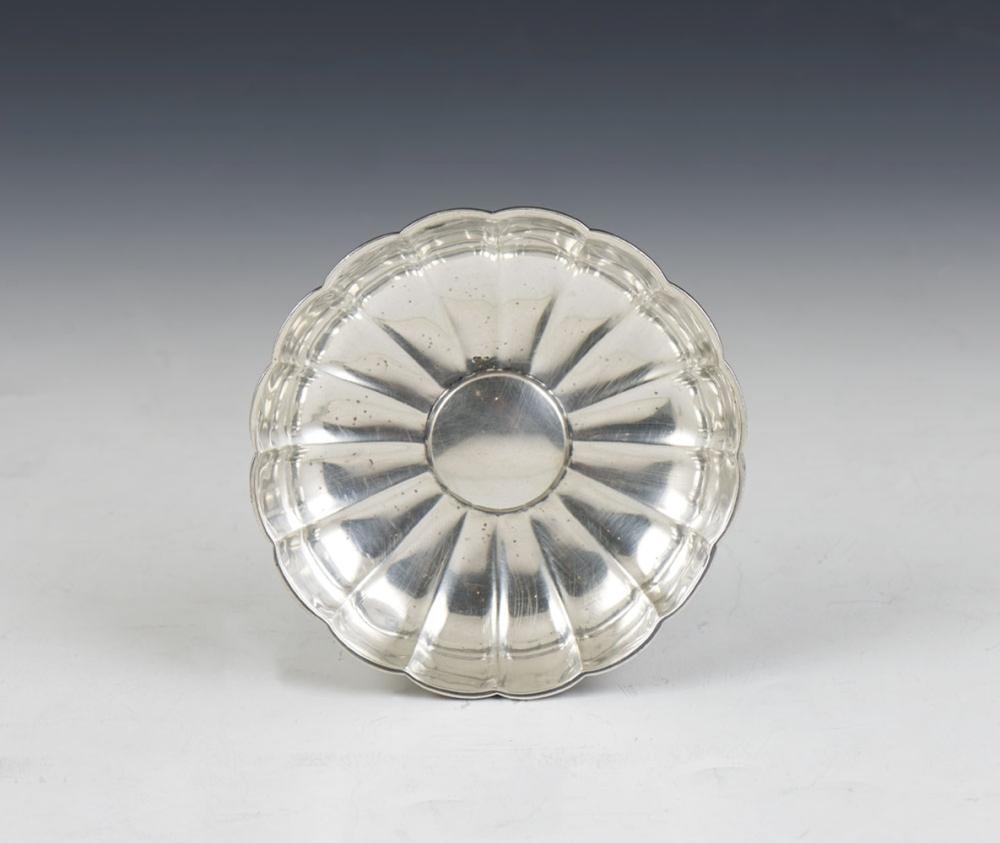 Pequena salva de 16 gomos em prata 833%, P.92 g.