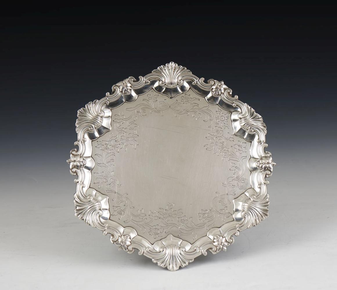 Peq. salva em prata, séc. XVIII/XIX, P: 350 g.