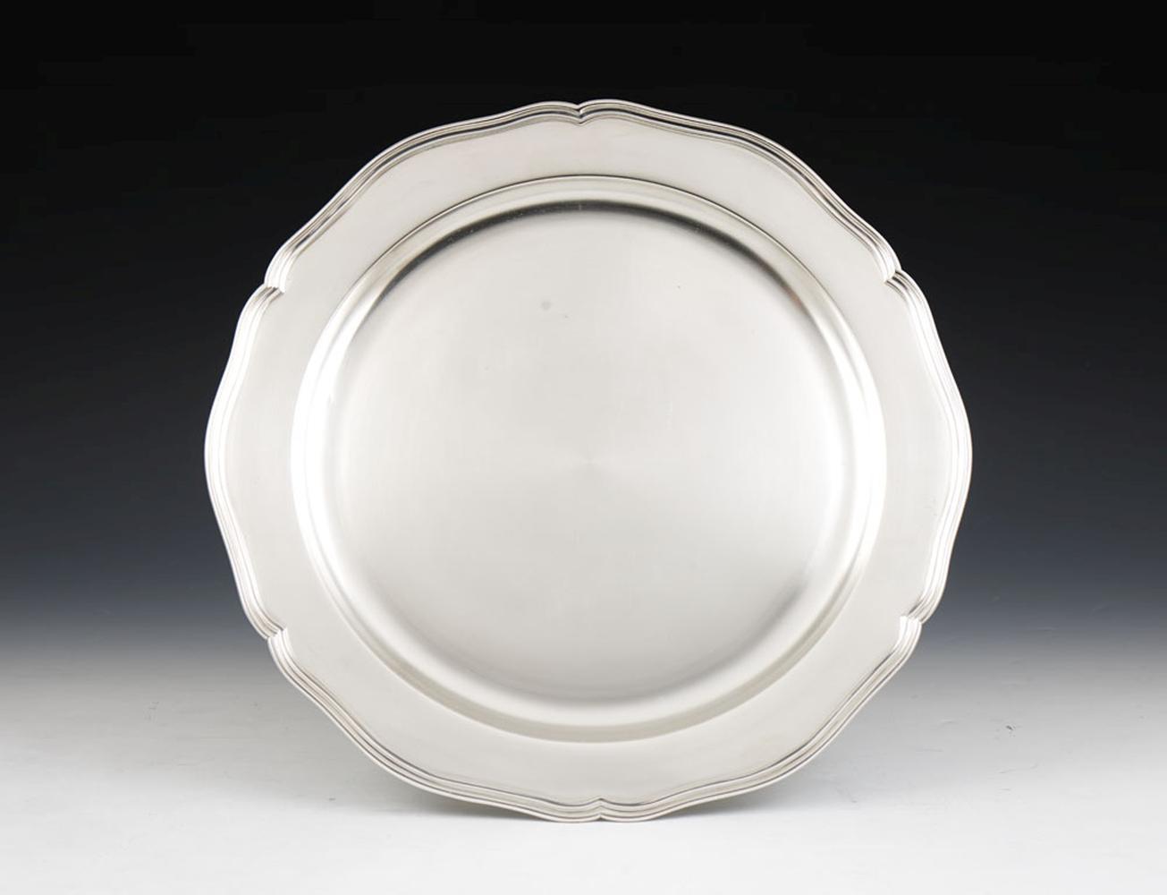 Grande prato de servir em prata 800%, P. 1388g.