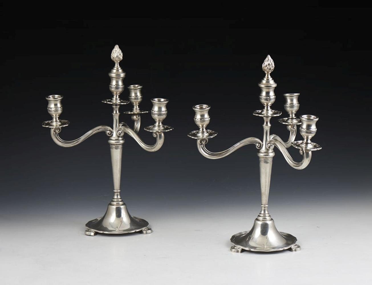 Par de candelabros em prata, 835%, P. 2142 g