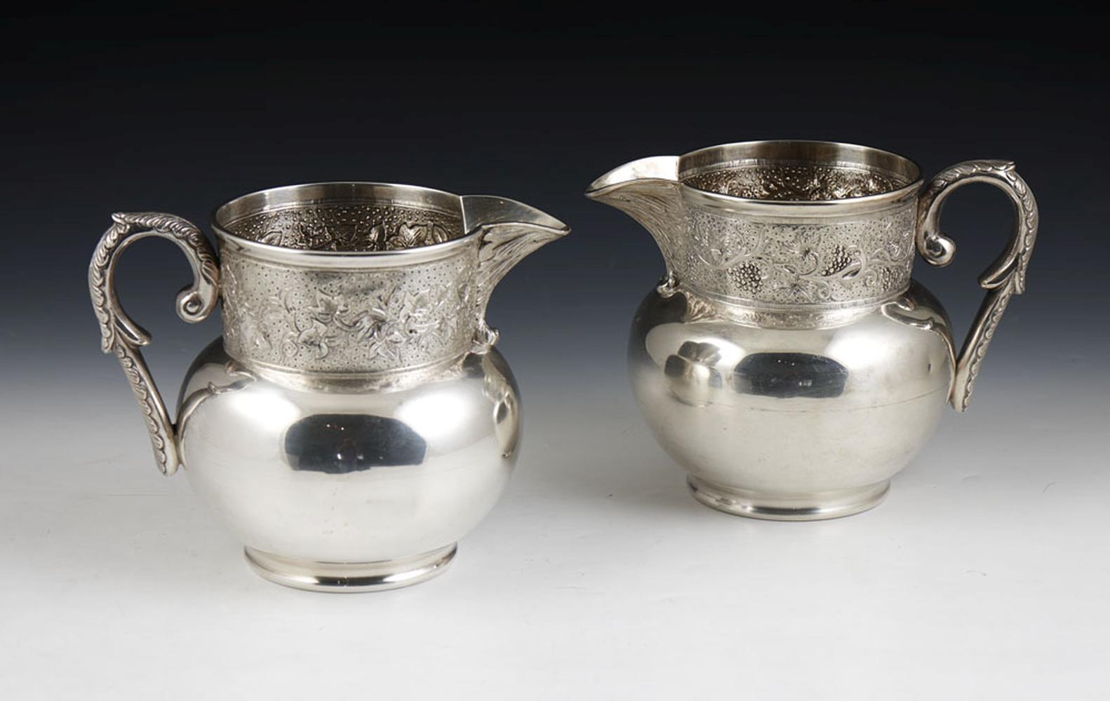 2 jarros em prata portuguesa, 833%, P: 1690 g.