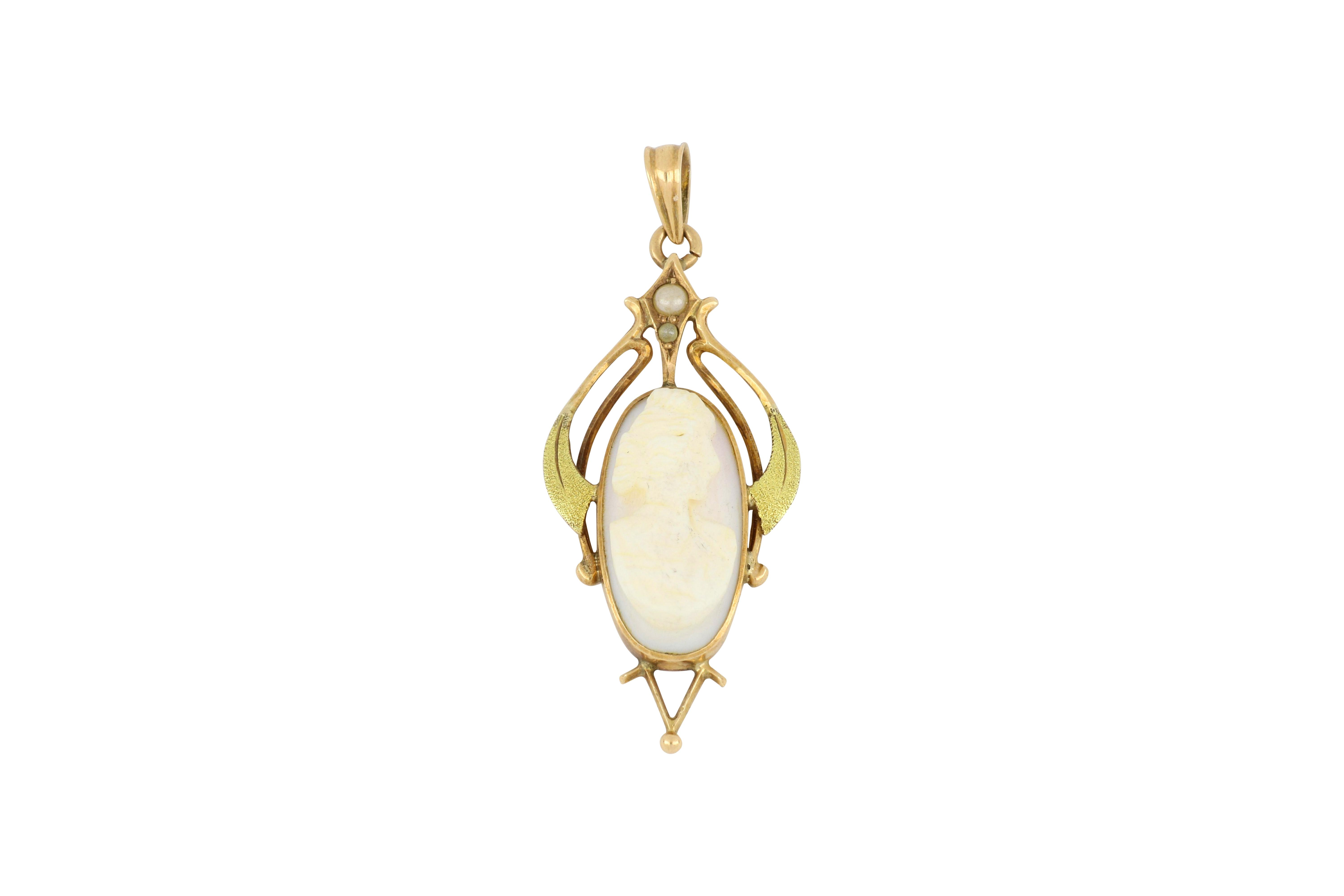 Antique 10ct gold cameo shell pendant