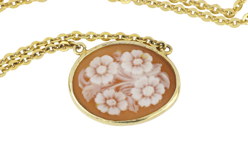 Pretty sterling silver cameo shell necklace