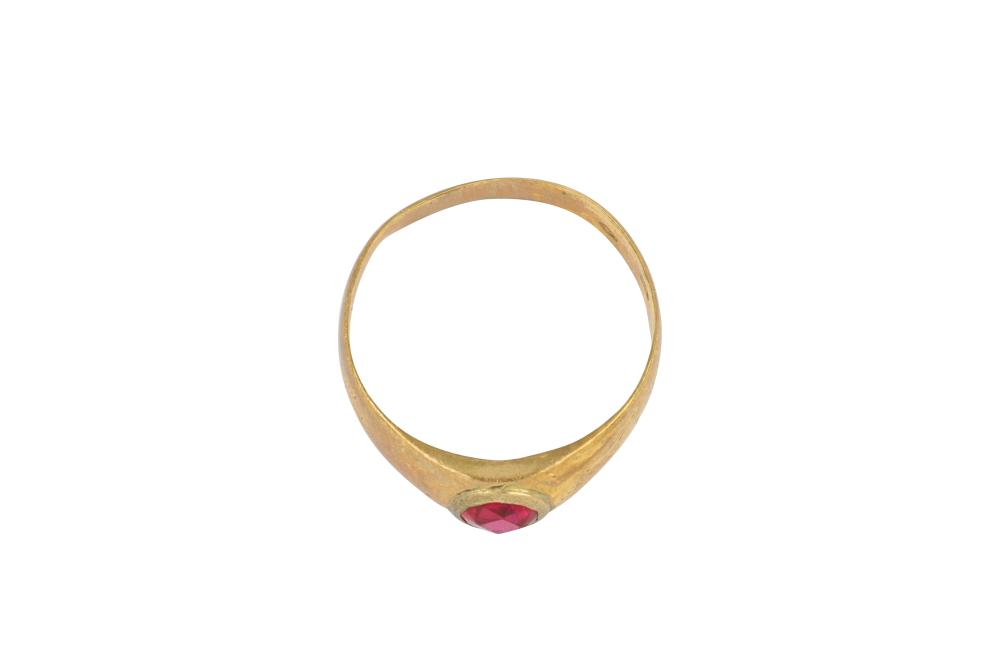 Antique 8ct gold band set with red stone