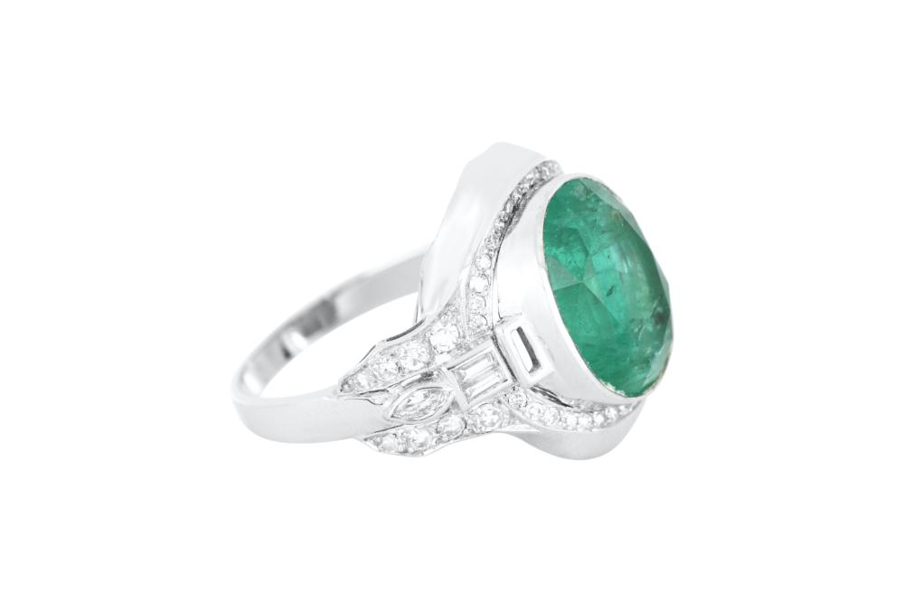 Handmade 18ct white gold Columbian emerald & diamond ring, Finger size P