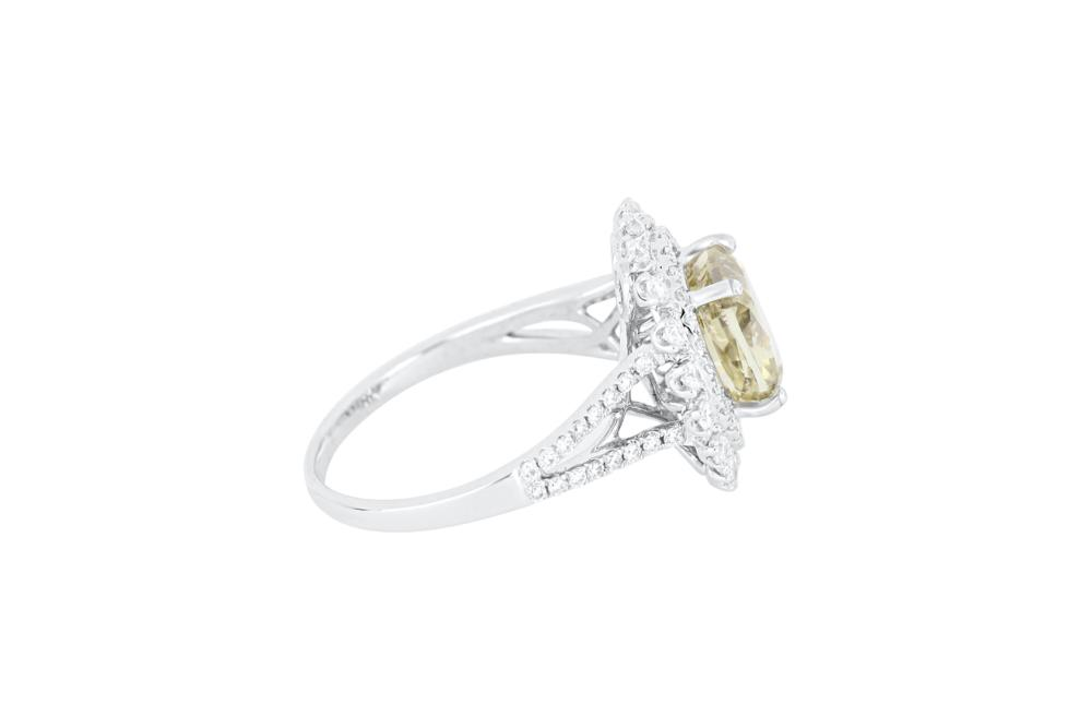 18ct gold 3.01ct green diamond & .75ct white diamond cluster ring
