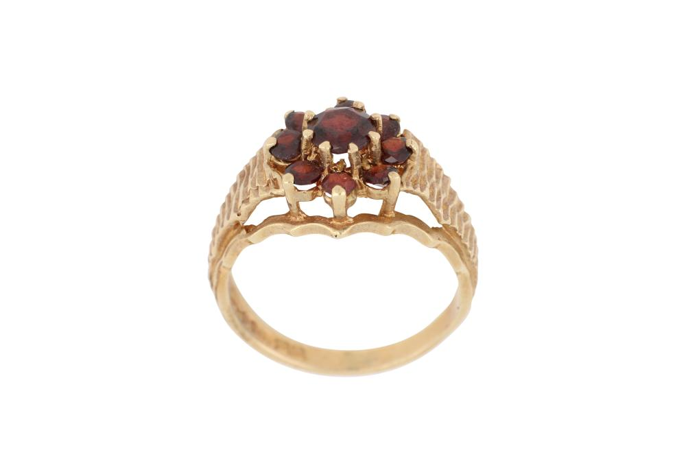 9ct gold garnet cluster ring