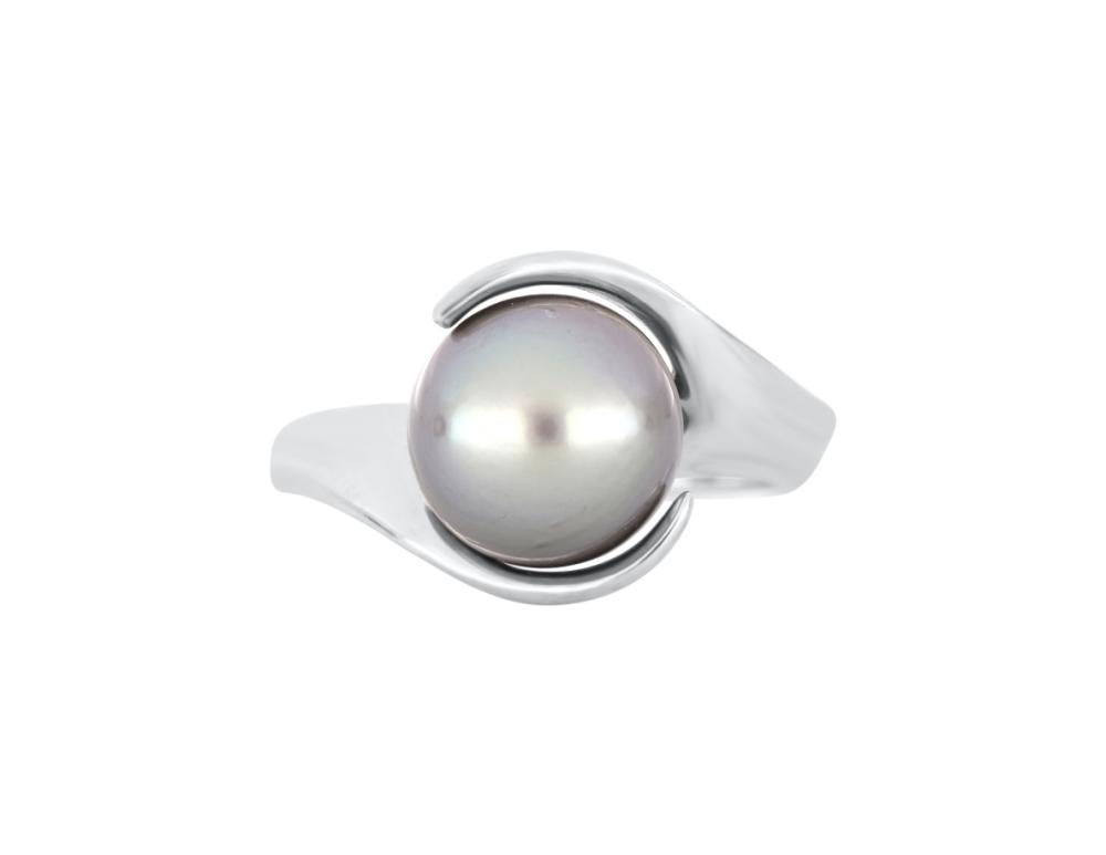 14ct white gold dress ring set with Tahitian pearl