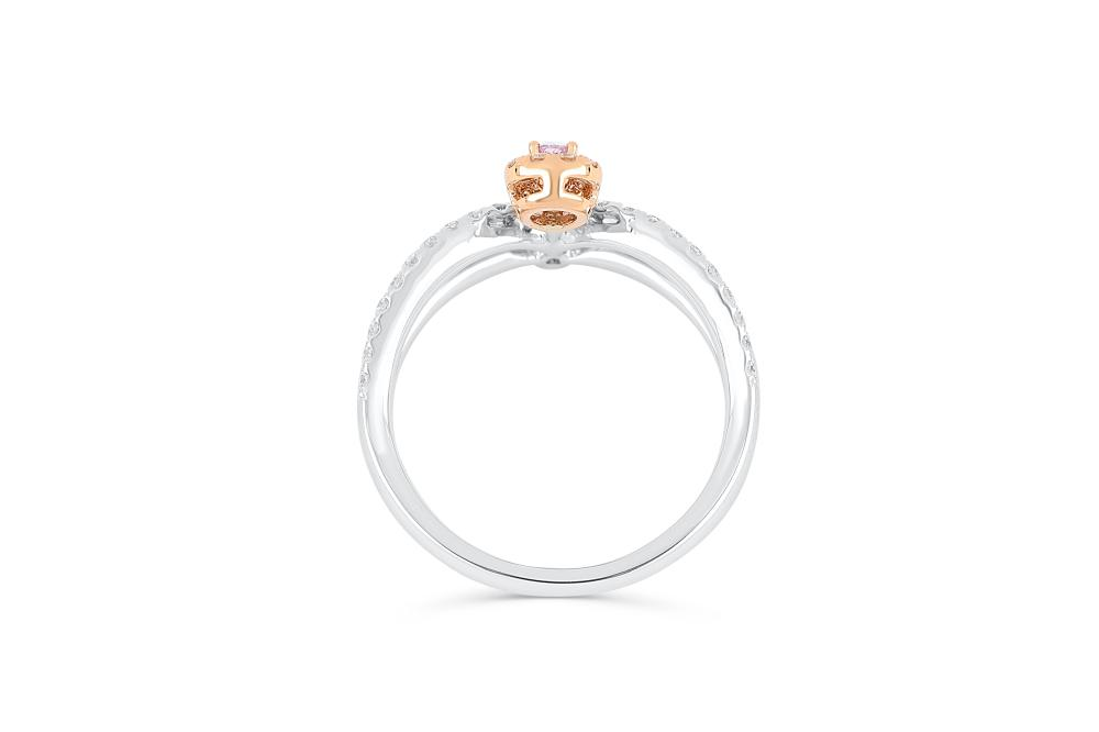 18k gold ring set with a centre FIPP 0.124ct pear cut natural diamond