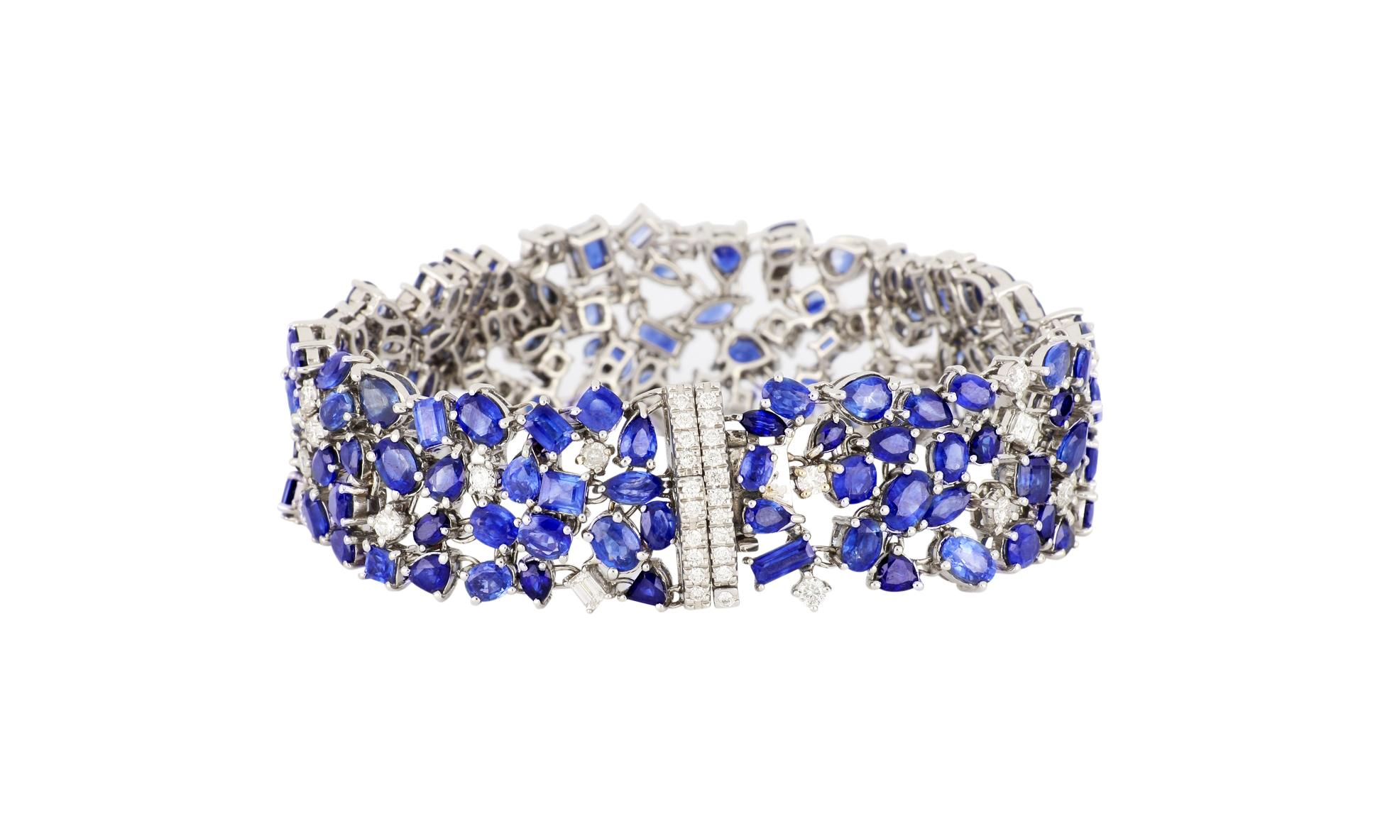18K white gold bracelet set with 31.59cts of sapphires & 3.41cts of diamonds