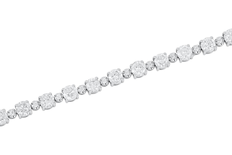 New 18ct white gold 5.85 ct diamond tennis bracelet
