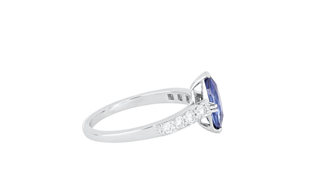 New 18ct white gold sapphire & diamond ring