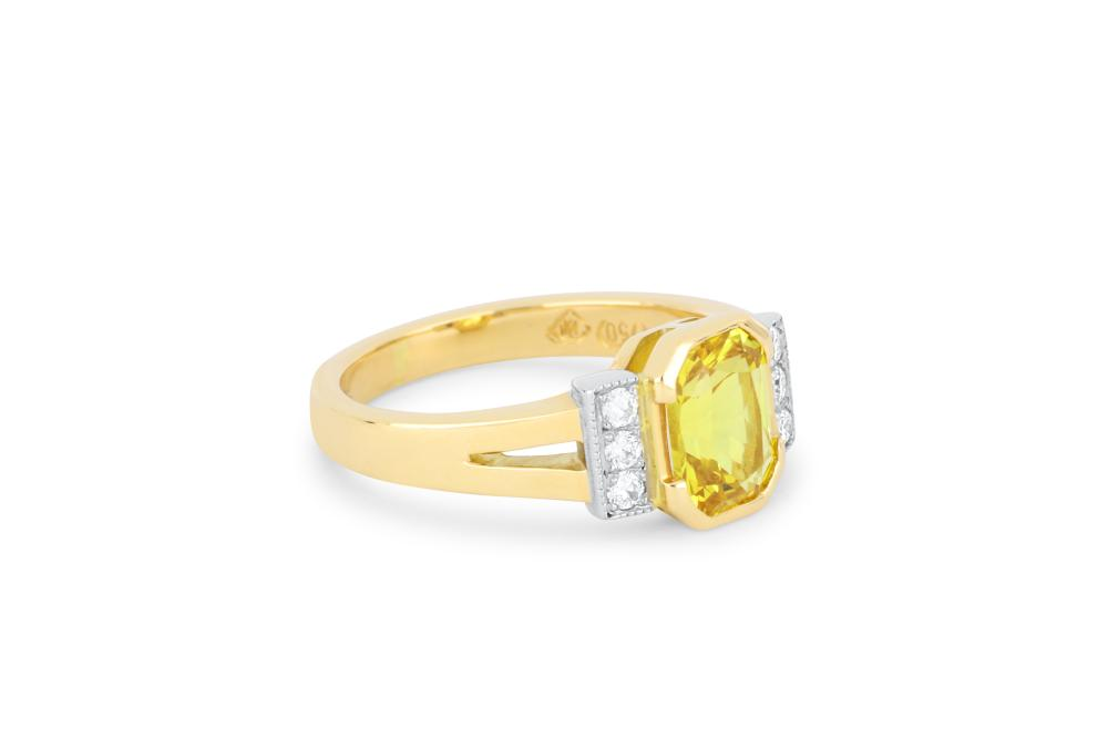 Handmade 18k gold ring set with natural yellow sapphire & diamonds