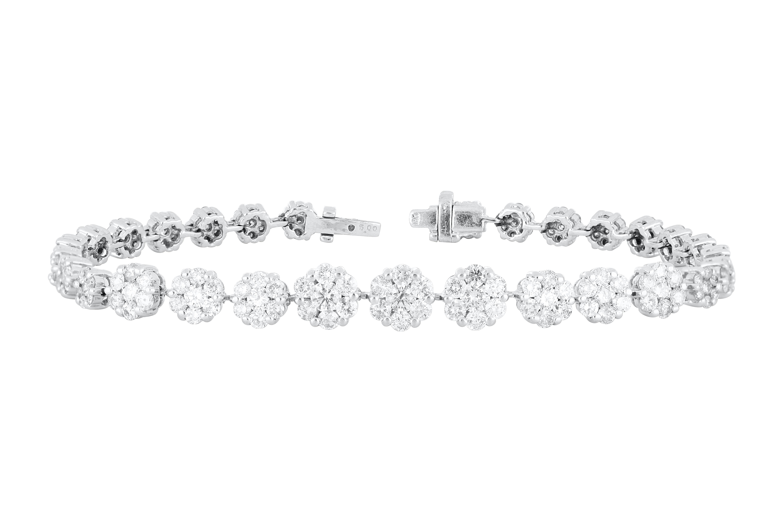 18k white gold bracelet set with 3.32cts of diamonds