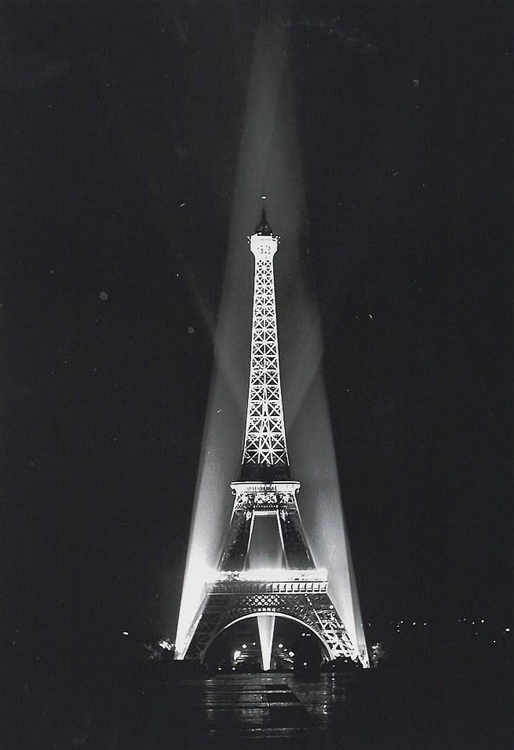Ralph Morse, Eiffel Tower Relighted, Paris, 1946.