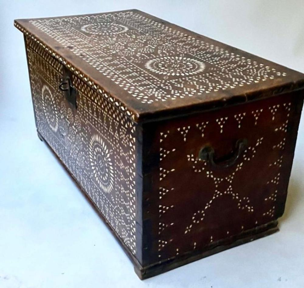 18TH CENTURY INDO PORTGUESE MICROMOSAIC INLAID TABLE CABINET TRUNK