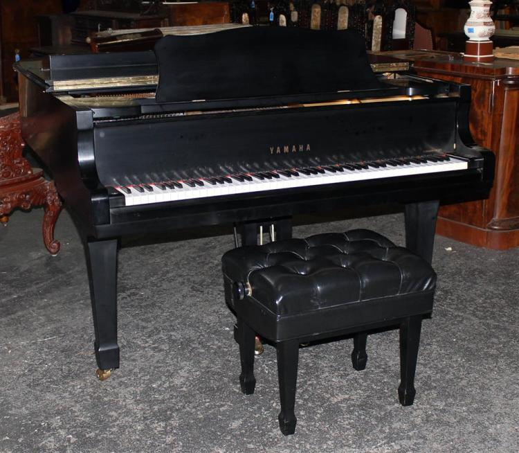 Yamaha black baby grand piano with bench for Yamaha black baby grand piano