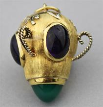 ITALIAN 18K YELLOW GOLD PENDANT WITH AMETHYST CABOCHONS AND A CONE-SHAPED CHRYSOPHASE