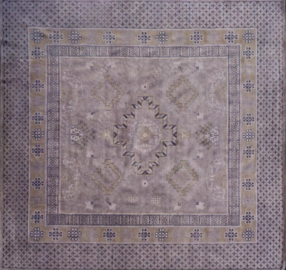 CONTEMPORARY MIDDLE EASTERN WOOL RUG