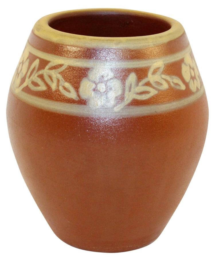 University Of North Dakota Pottery Bentonite Prairie Rose Vase (Huck)
