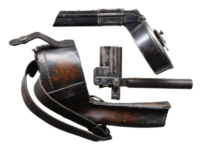 LUGER SNAIL DRUM, POUCH & LOADING TOOL.