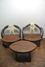3PIECE BUFFALO HORN & WAGON WHEEL TABLE & CHAIRS