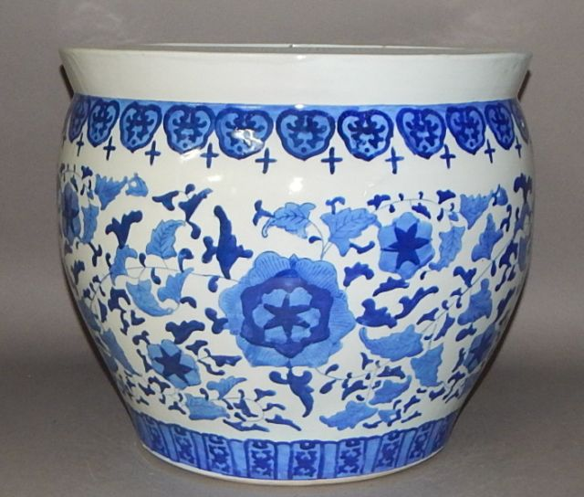 Large chinese blue and white porcelain fish bowl for Large fish bowl