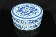 Chinese blue and white porcelain Box ; Dragon ; Qi