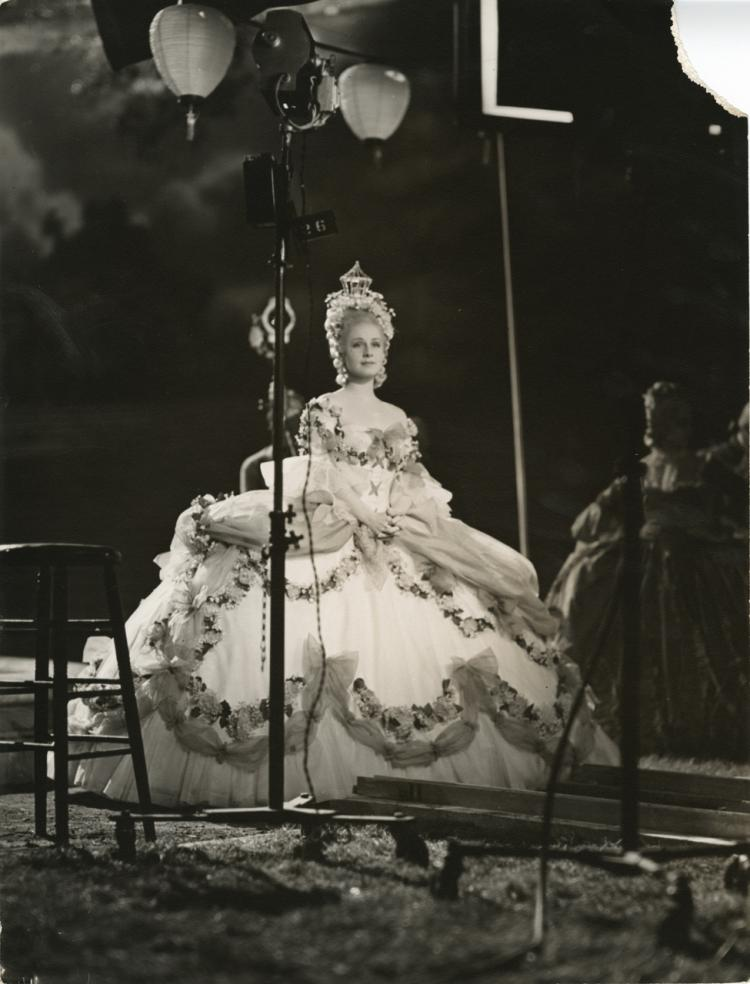 Norma Shearer (67) vintage behind the scenes production photographs from Marie Antoinette.